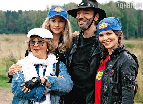 В сиквеле «Человек с бульвара Капуцинок» Сурикова сняла Марию Миронову, Михаила Боярского и его дочь Лизу