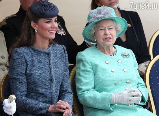 Кейт, дочь стюардессы и авиадиспетчера, еще полвека назад ни при каких обстоятельствах не смогла бы стать членом королевской семьи