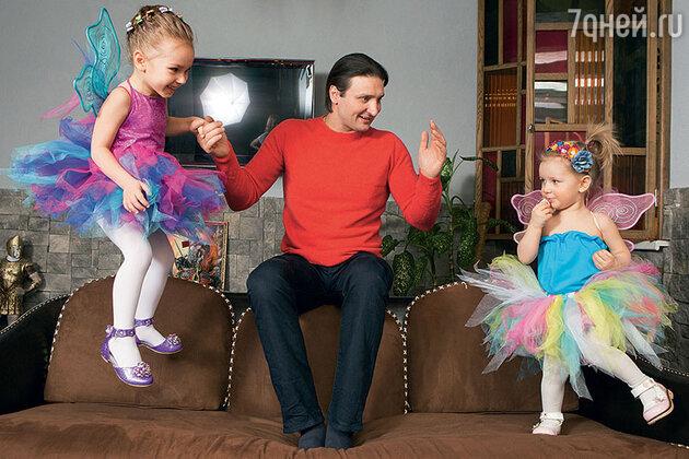 Эдгард Запашный с дочками Стефанией и Глорией