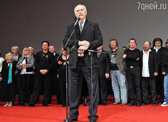 Никита Михалков и съемочная группа «Цитадели»