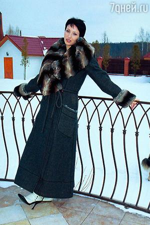 Дорогое пальто «Фенди», отделанное шиншиллой, было куплено во время гастролей по Америке