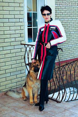 В нашем климате это кожаное пальто, по мнению Алики, может стать настоящим спасением