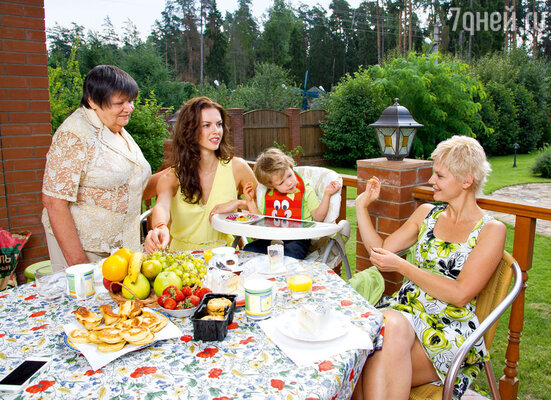 С сыном Максимом, мамой Стеллой Владимировной и бабушкой Еленой Алексеевной