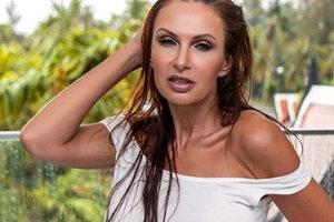 ВИДЕО: Эвелина Блёданс продемонстрировала бюст после операции