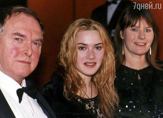 Кейт Уинслет с отцом Роджером и матерью Салли