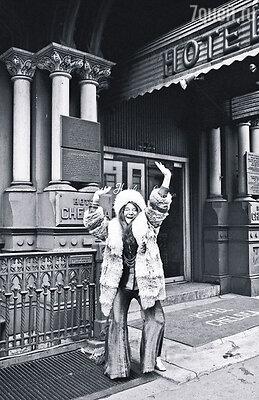 В отеле «Челси», где поселилась Валери, Леонард Коэн гонялся по этажам за полуголой Дженис Джоплин (на фото)