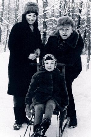 Александра Завьялова с мужем и дочерью Таней