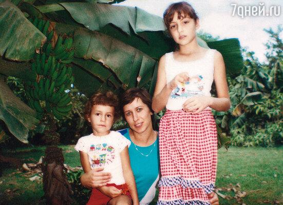 Таня с братом и мамой