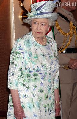 ...в том же платье во время визита в Арабские Эмираты