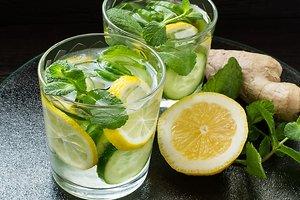 Коктейль из ибмиря, лимона и огурца: рецепт от ведущей Регины Тодоренко