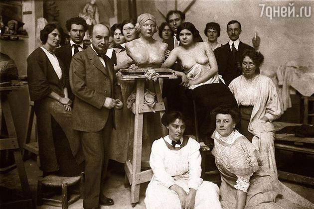 Эмилио Антуан Бурдель со студентами