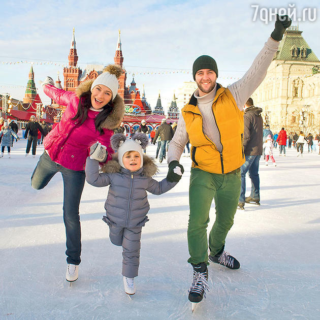 Екатерина Волкова и Андрей Карпов с дочкой Лизой