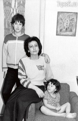 С детьми Димой иЕвой. Москва, 1988 г.