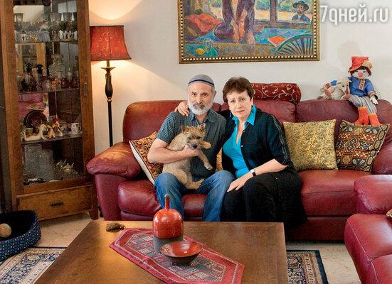 «Картину Бориса в тот год как раз поместили между полотнами Шагала и Пикассо. А как все сложится в Израиле— былоабсолютно непонятно. Себе же как писателю я вообще подписывала смертный приговор. Мы теряли практически все»