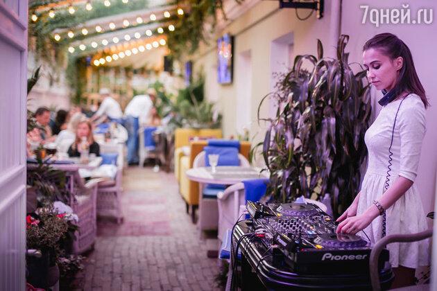 В минувший уикенд столичный ресторан «Рыбка» отметил открытие летней веранды