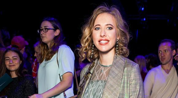 Ксения Собчак уже выбрала себе новое платье из коллекции Alena Akhmadullina