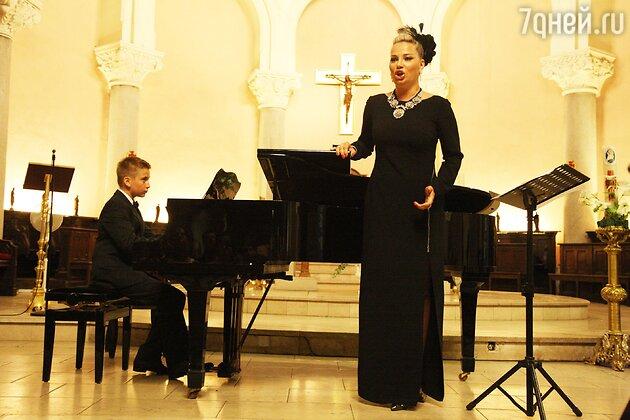 Мария Максакова с сыном Ильей