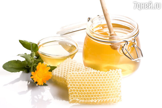 Прием двух чайных ложек меда перед сном уменьшает частоту ночного кашля и ускоряет засыпание