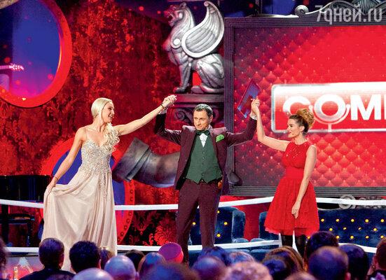 В новогоднюю ночь на канале ТНТ  со своими миниатюрами перед телезрителями выступят не только резиденты «Comedy Club», но и звезды из сериалов «Универ», «Интерны» и «Реальные пацаны»