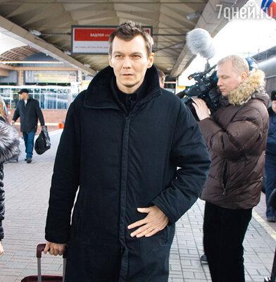 Филипп уезжает на съемки в Северную столицу с Ленинградского вокзала