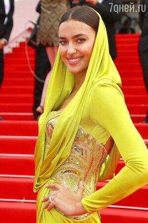 Ирина Шейк в наряде от Atelier Versace