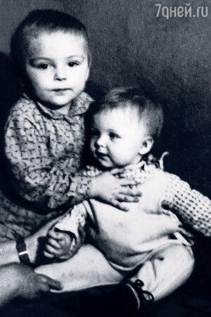 Татьяна Назарова со старшим братом Вовой