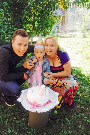 Максим Скрябин и Светлана Пермякова с дочерью Варей