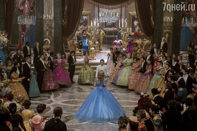 Бальный зал королевского дворца поражает своими размерами: 46 метров в длину и 32 метра в ширину