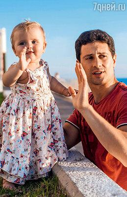 Антон Макарский проводит с семьей в Израиле все свободное от съемок время