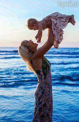 «Дочка просто обожает море и готова купаться влюбое время суток!»