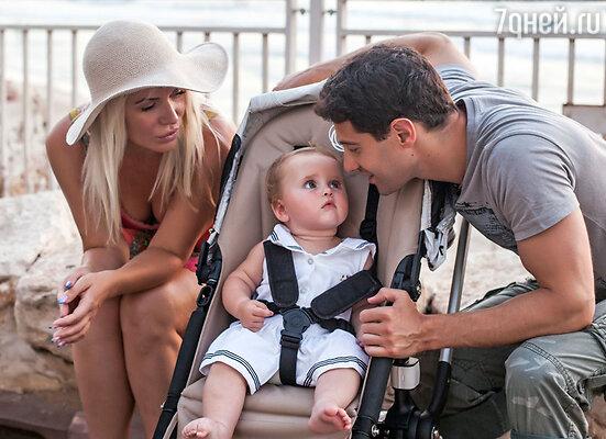 Антон и Виктория Макарские с дочерью Машей