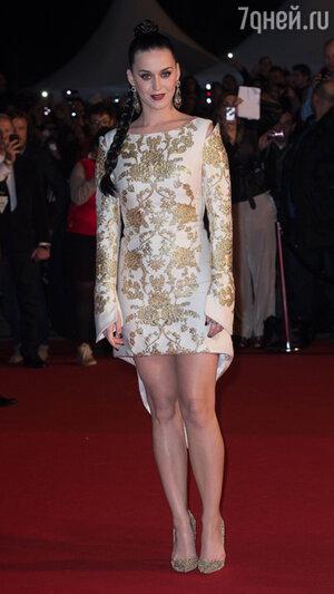 Кэти Перри (Katy Perry)  в платье  от  Osman