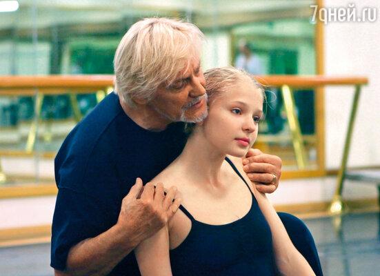 Это подарок судьбы — работать с Владимиром Васильевым, стать первой исполнительницей в его спектакле. Я не могла поверить в свое счастье! На репетиции балета «Заклятие дома Эшеров»