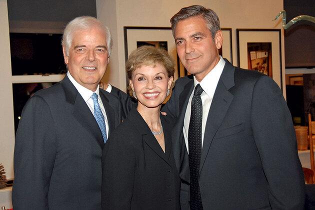 Родители Джорджа Ник и Нина Клуни счастливо живут в браке уже более 50 лет. А в 2007 году они вновь обменялись супружескими клятвами. Нью-Йорк, 2006 г.