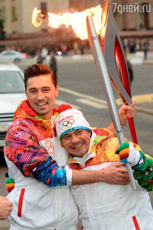Дима Билан и Костя Цзю на эстафете Олимпийского огня
