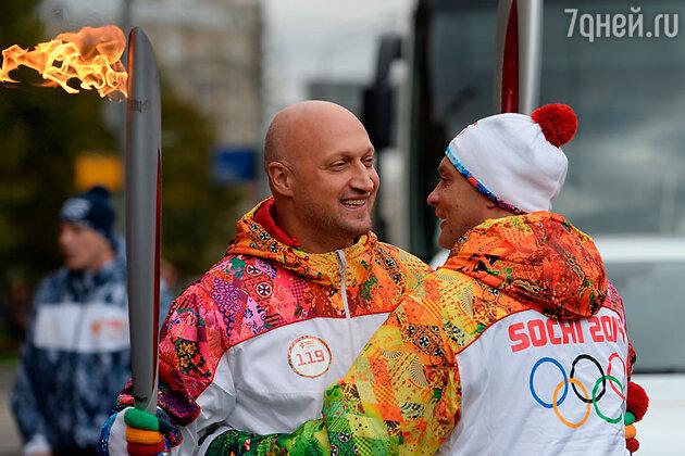 Гоша Куценко и Александр Домогаров  на эстафете Олимпийского огня