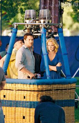 C Кэтрин Хайгл (эту актрису называют в Голливуде новой Джулией Робертс) в комедии «Голая правда». 2009 г.