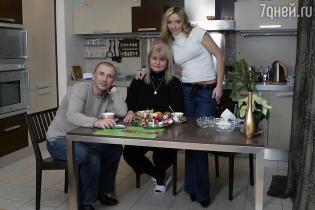 Александр Жулин и Татьяна Навка с мамой Татьяны Раисой Анатольевной