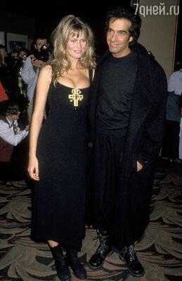 С первым официальным женихом Дэвидом Копперфилдом. Свадьбой дело так ине закончилось... Лос-Анджелес, 1996 г.