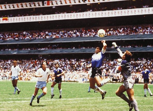На чемпионате мира 1986 года Диего не смог дотянуться до мяча головой и в последний момент сыграл рукой. Сам он сказал: «Если в том эпизоде и была рука, то это была рука бога»