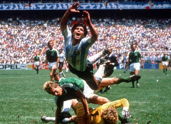 На чемпионате мира 1986 года Марадона в одиночку переиграл шестерых соперников, больше половины команды! Через полторы недели Диего поднимал заветный кубок