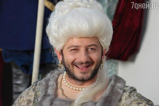 В «Самом лучшем фильме 2» Михаил Галустян сыграл роль Екатерины Второй
