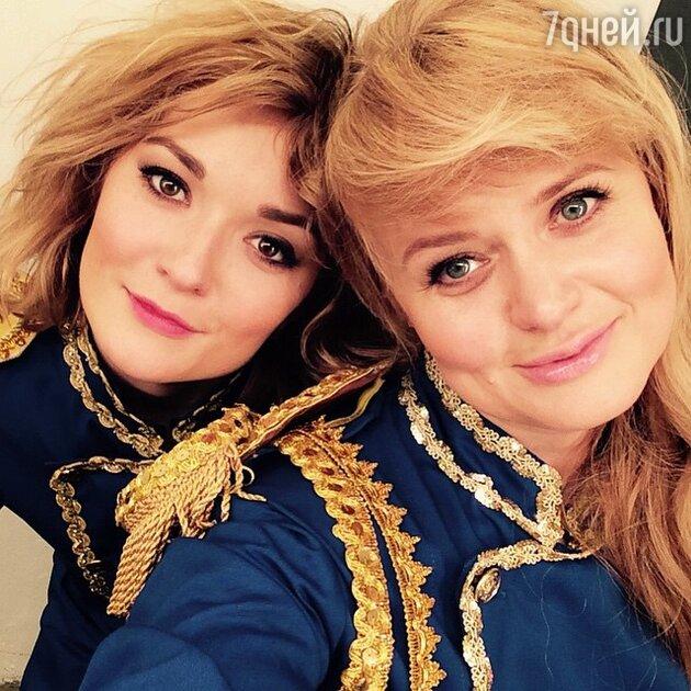 Анна и Надежда Михалковы в спектакле «Маму замуж»