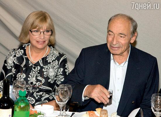 Юбиляр с супругой Ольгой Остроумовой