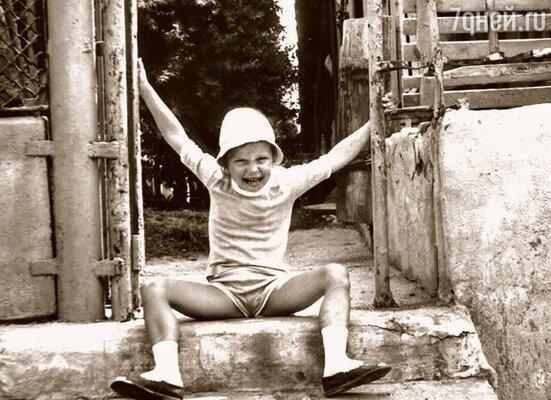 Под этим снимком в семейном альбоме стоит подпись: «Вождь краснокожих».  Крым, 1987 г.