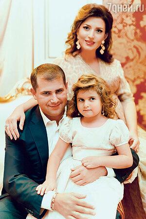 Жасмин, ее супруг Илан и дочь Маргарита