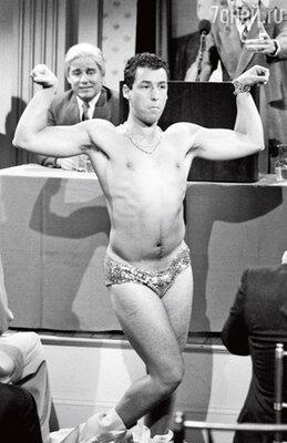 Адам зажигает на суперпопулярном комедийном шоу «Saturday Night Live», сделавшим его знаменитым. Январь 1991 г.