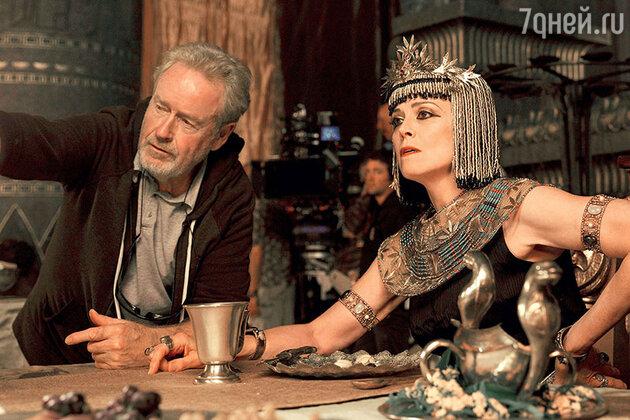 Сигурни Уивер и Ридли Скотт на съемках фильма «Исход: Цари и Боги»