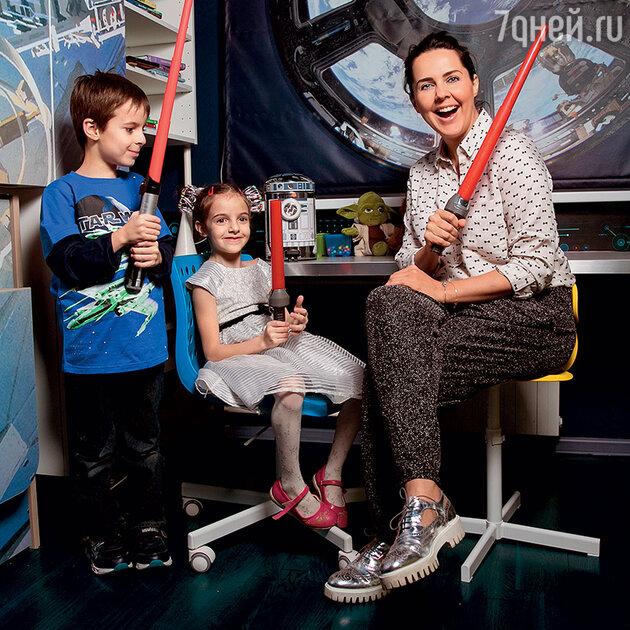Ольга Шелест с детьми
