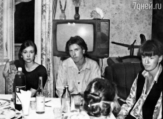 Однажды мы с Нонной пригласили Игоря Сорина (на фото справа) съездить за компанию в Одессу: позагорать, покататься на виндсерфинге. Он был в восторге